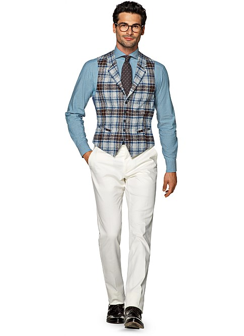 Lanieri waistcoat is an evergreen of men's fashion, to be combined with many different attires: formal office suits, graduation suits or wedding suits. Read the guide and discover more about our men's waistcoats.